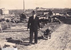 Benda se synem 1945